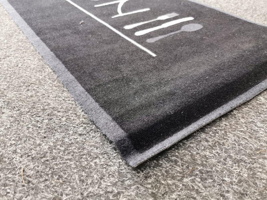 Černý kuchyňský koberec - délka 150 cm a šířka 50 cm