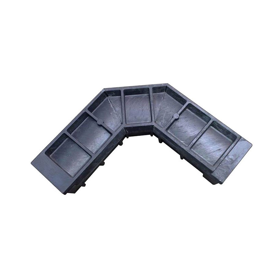 "Černá plastová kabelová chránička ""zatáčka lomená"" - délka 52 cm, šířka 52 cm a výška 15,5 cm"