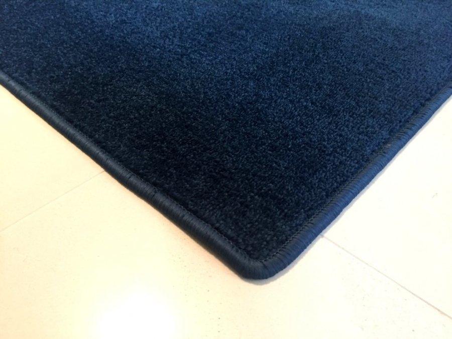 Modrý koberec Eton