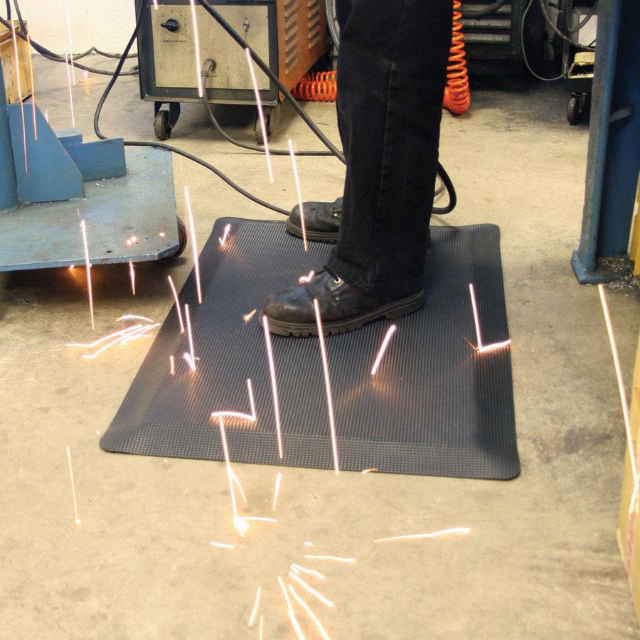 Černá průmyslová protiúnavová protiskluzová rohož pro svářeče - délka 90 cm, šířka 60 cm a výška 1,25 cm