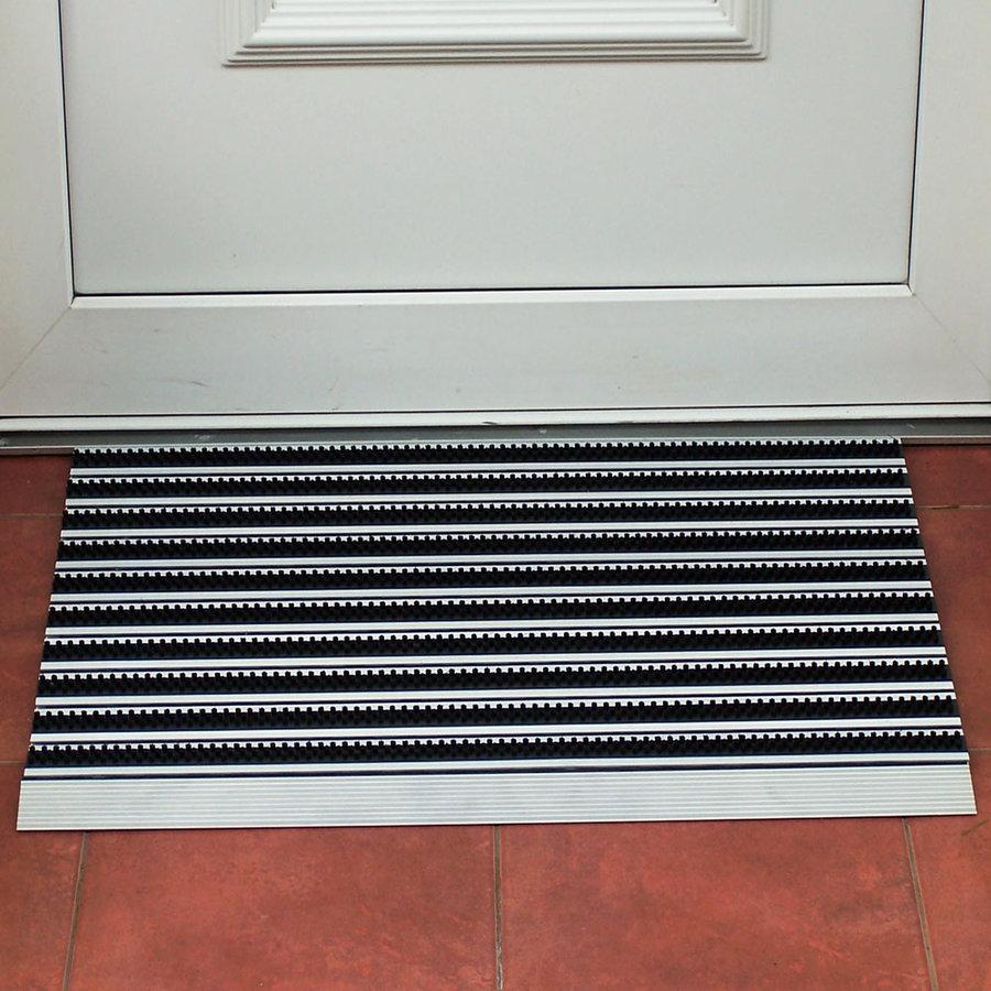 Černo-stříbrná hliníková vstupní venkovní kartáčová čistící rohož - délka 50 cm, šířka 80 cm a výška 1,5 cm