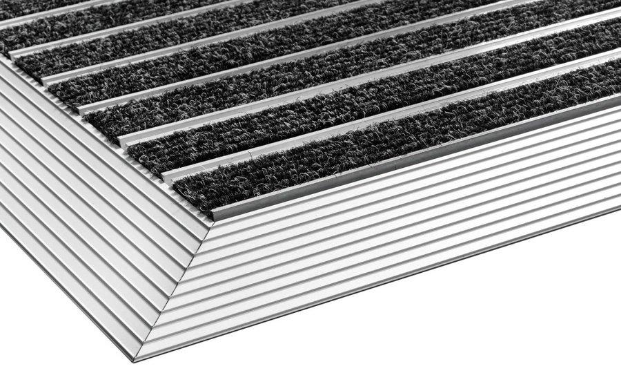 Černo-stříbrná textilní vstupní vnitřní čistící rohož s hliníkovým rámem - délka 75 cm, šířka 45 cm a výška 1,5 cm