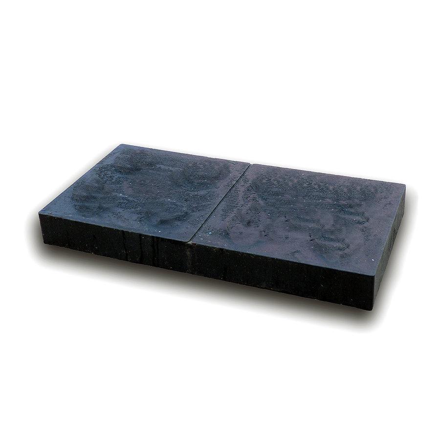 """Černá plastová podkládací kostka """"hladká"""" - délka 47,6 cm, šířka 23,8 cm a výška 5,3 cm"""