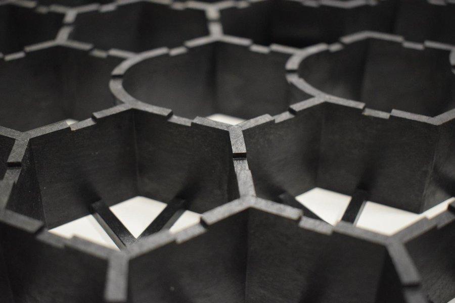 Šedá zatravňovací dlažba - délka 52,1 cm, šířka 53,7 cm a výška 4 cm + dárek ZDARMA