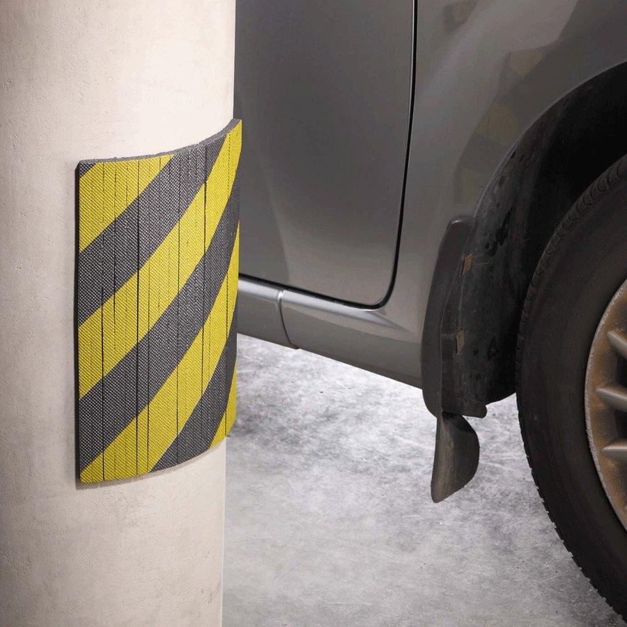 Černo-žlutý pěnový pás na ochranu stěn - délka 30 cm, výška 20 cm a tloušťka 1 cm