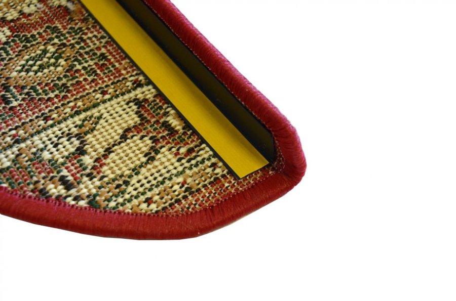 Červený kobercový půlkruhový nášlap na schody Teheran - délka 65 cm a šířka 24 cm