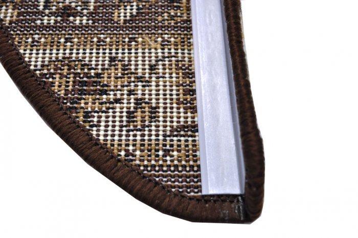 Hnědý kobercový půlkruhový nášlap na schody Teheran - délka 65 cm a šířka 24 cm