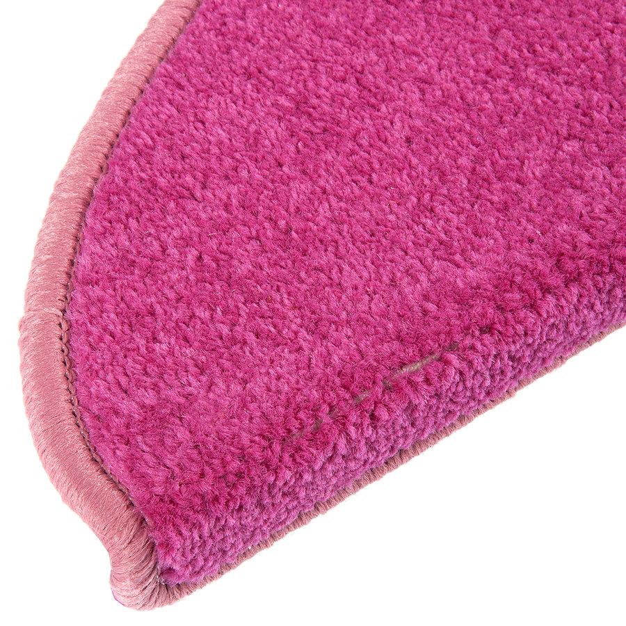 Růžový kobercový půlkruhový nášlap na schody Eton - délka 24 cm a šířka 65 cm