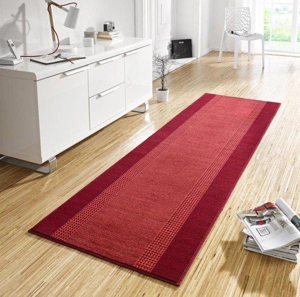 Červený kusový moderní koberec Basic - šířka 80 cm