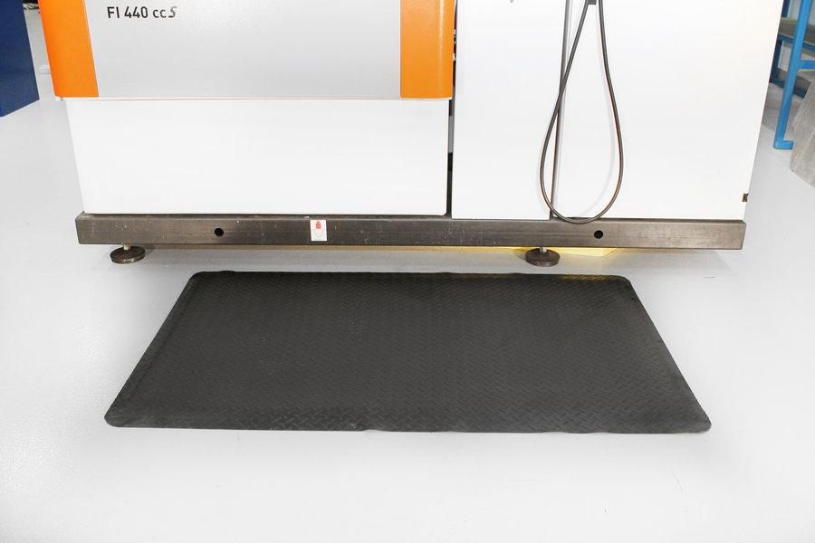 Černo-žlutá gumová laminovaná průmyslová protiúnavová rohož - délka 150 cm, šířka 90 cm a výška 1,4 cm