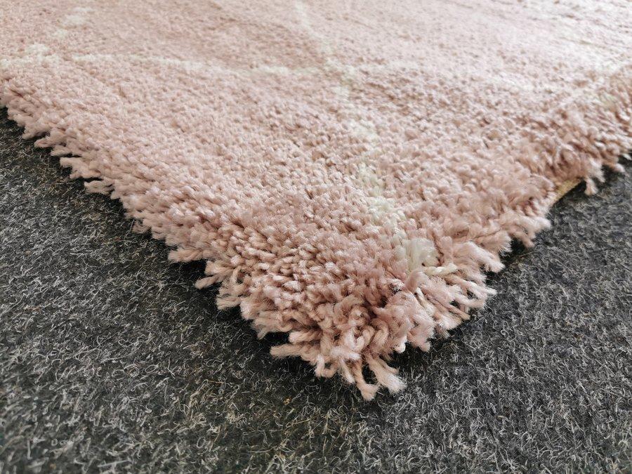 Růžový kusový moderní koberec Allure - délka 170 cm a šířka 120 cm