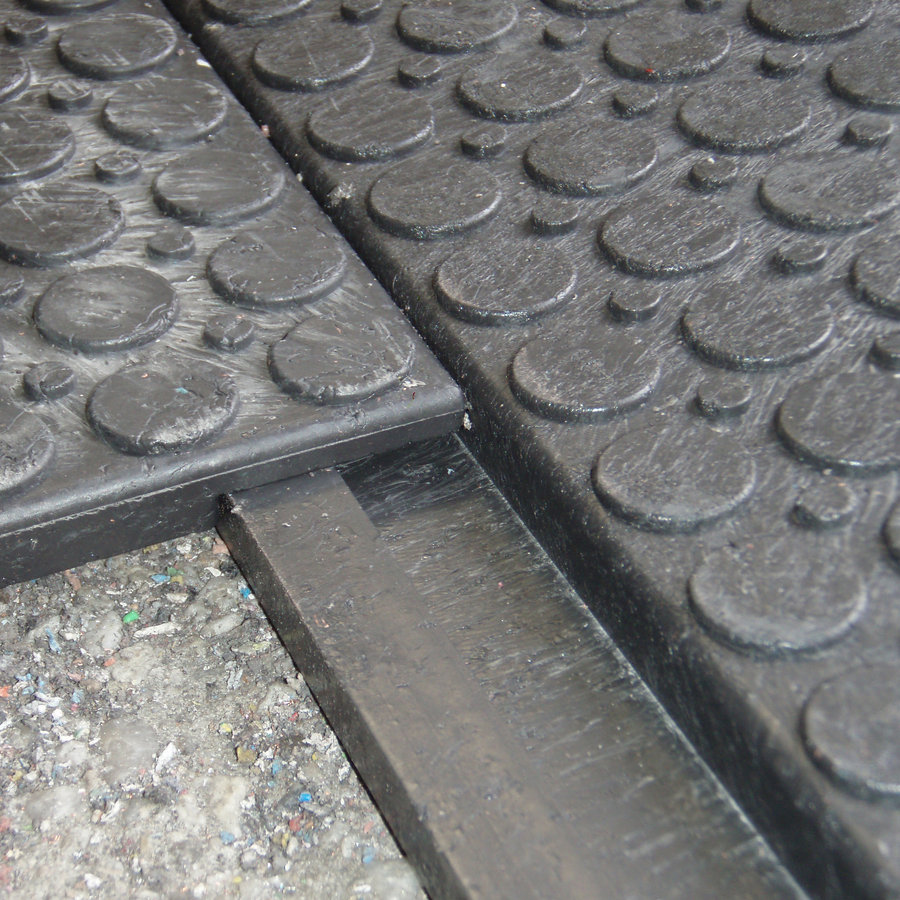 Plastová interierová plná podlahová zesílená deska - délka 80 cm, šířka 60 cm a výška 2,2 cm