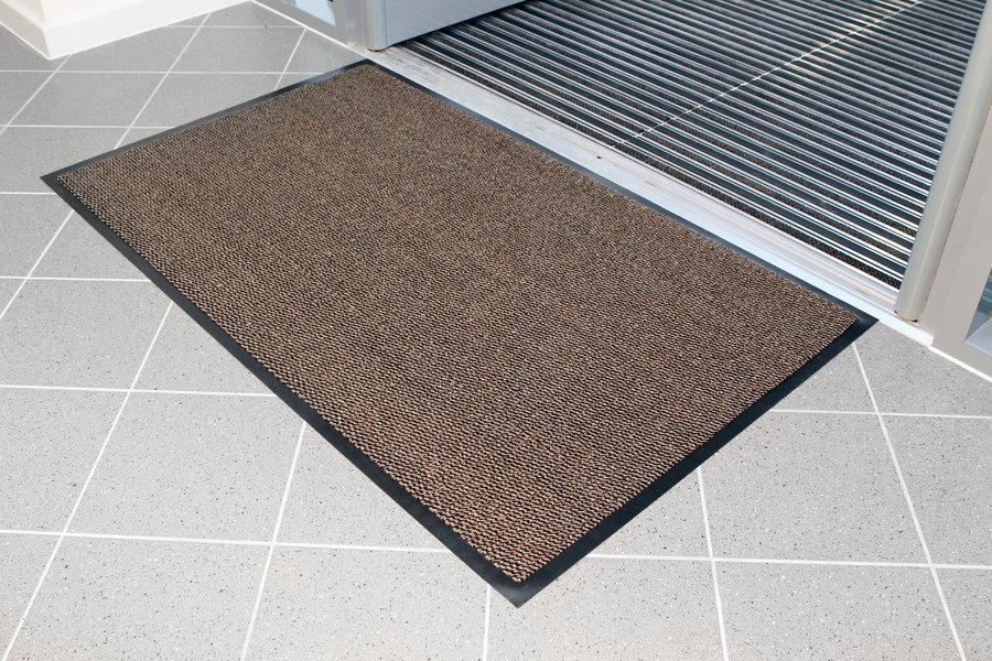 Hnědá textilní čistící vnitřní vstupní rohož - délka 120 cm, šířka 180 cm a výška 0,7 cm
